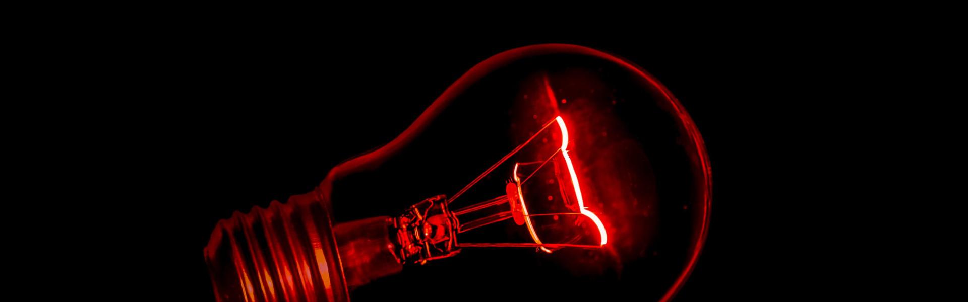 Jak zbudowane są żarówki LED< tradycyjna i halogenowa?