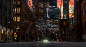 Cięcie światła sposobem na kryzys - miasta walczą ze skutkami koronawirusa