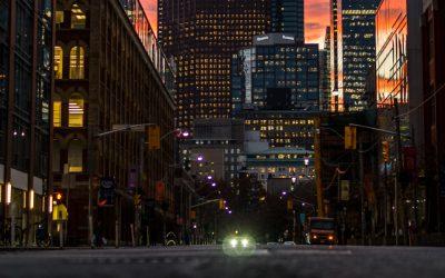Cięcie światła sposobem na kryzys – miasta walczą ze skutkami koronawirusa