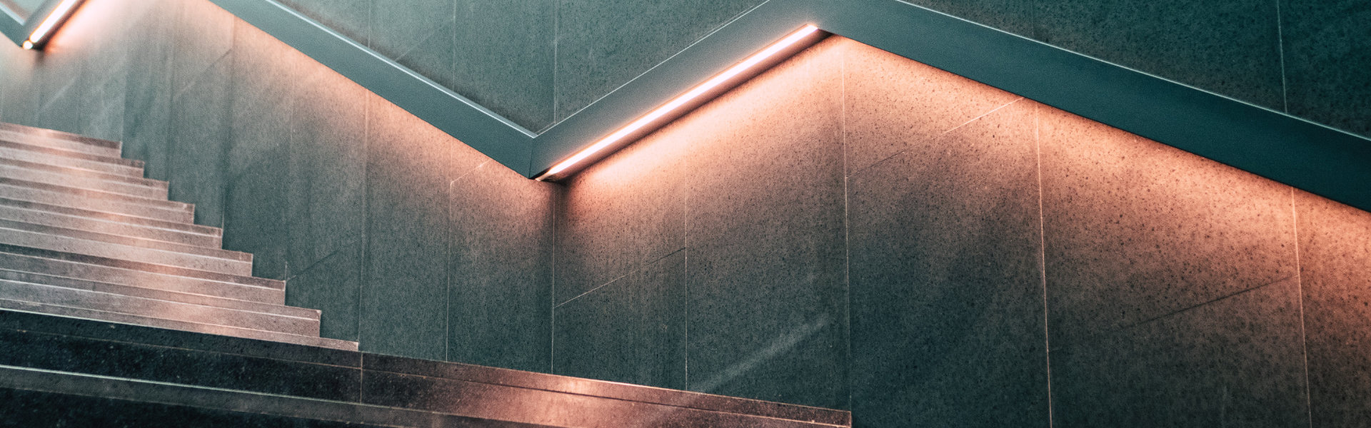 Pomysły na funkcjonalne oświetlenie schodów