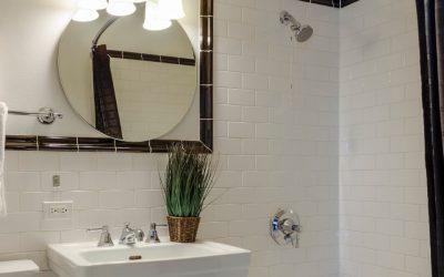 Jaka lampa do łazienki? Poradnik zakupowy