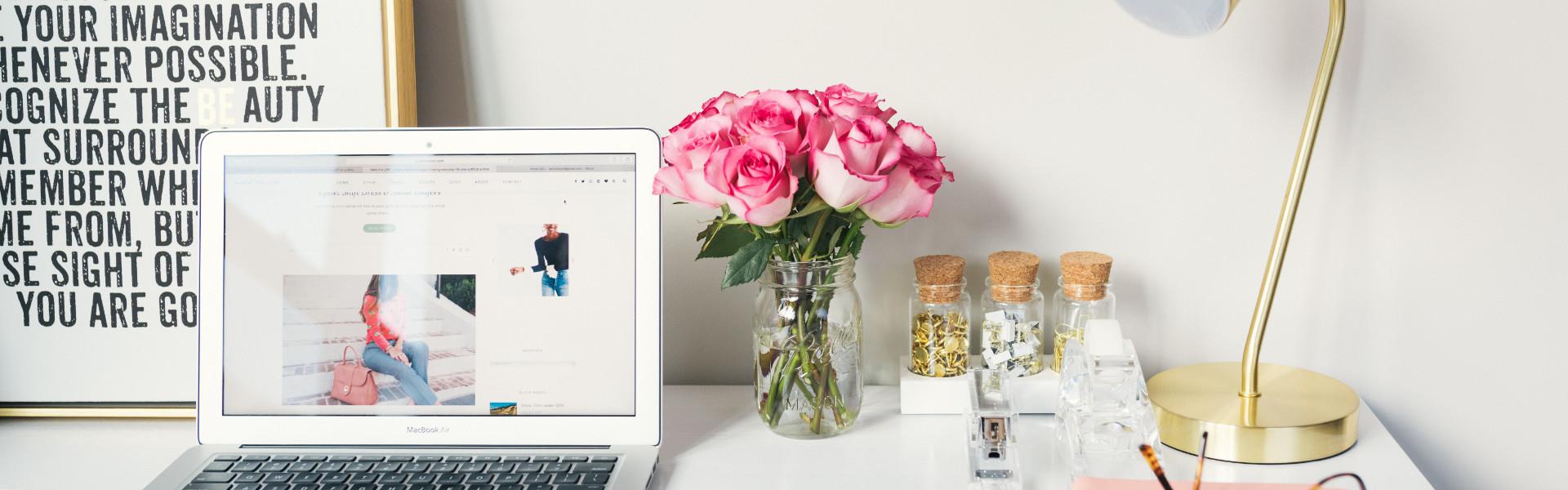 Jaką lampkę biurkową wybrać - ładną czy ergonomiczną?