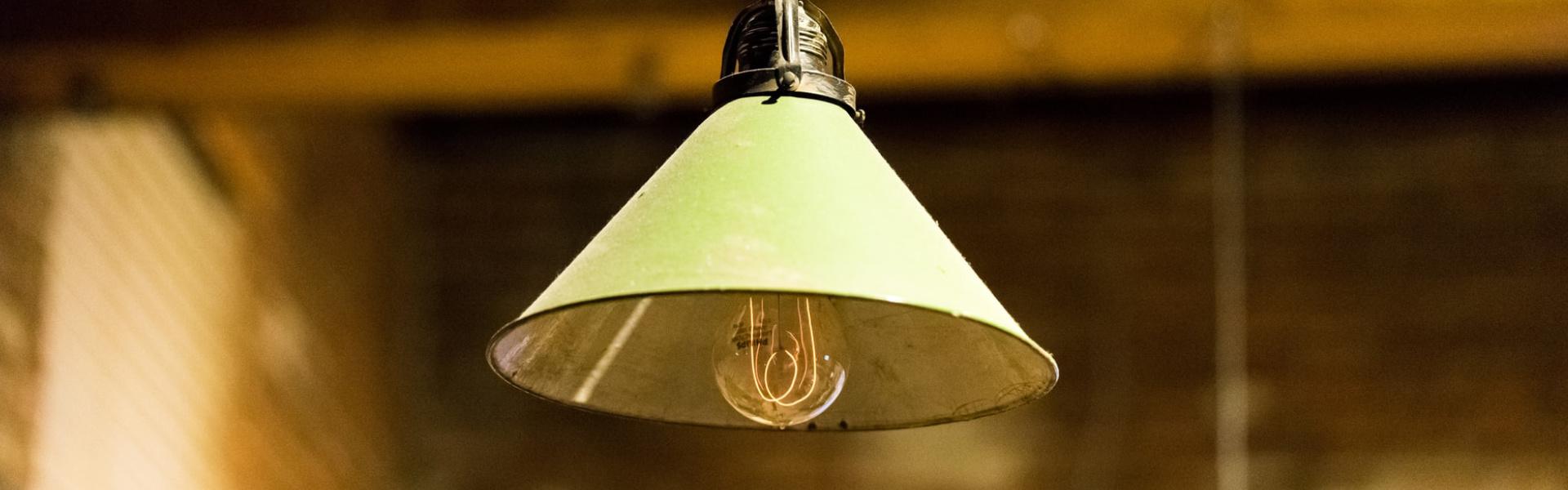 Jak prawidłowo myć lampy i żarówki?
