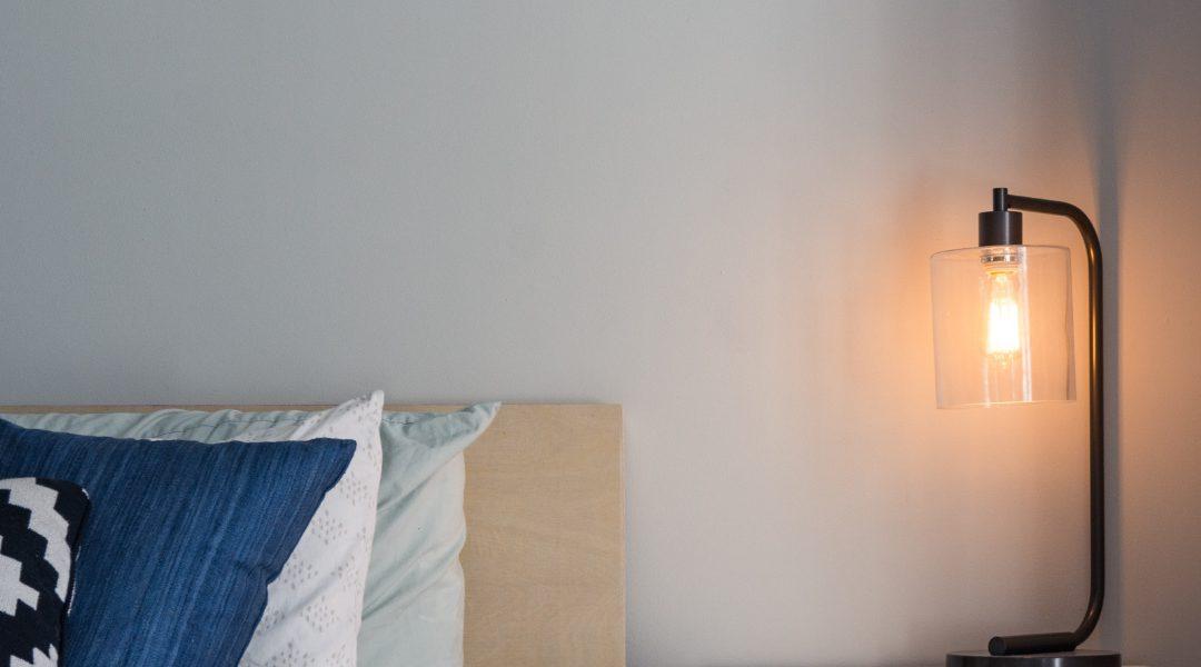 Oświetlenie do sypialni – lampki, lampy, kinkiety – porady i inspiracje