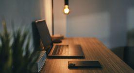 Jaką lampę wybrać do pracy i odpoczynku przy komputerze?