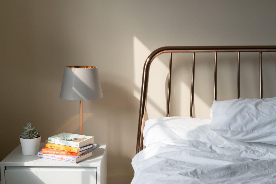 Lampka nocna tylko dla dzieci? Poznaj inne zastosowania tego typu oświetlenia!