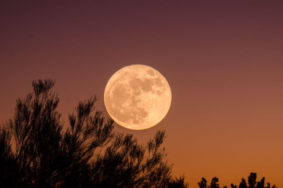 Pełnia księżyca wraz z zaćmieniem