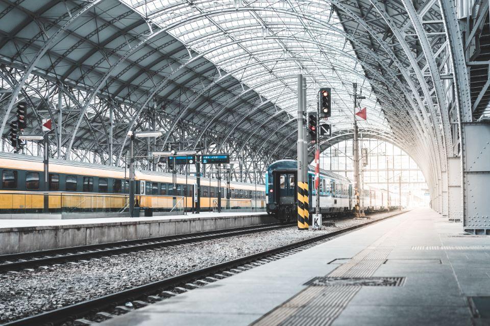 Nowe oświetlenie peronów na dworcach kolejowych